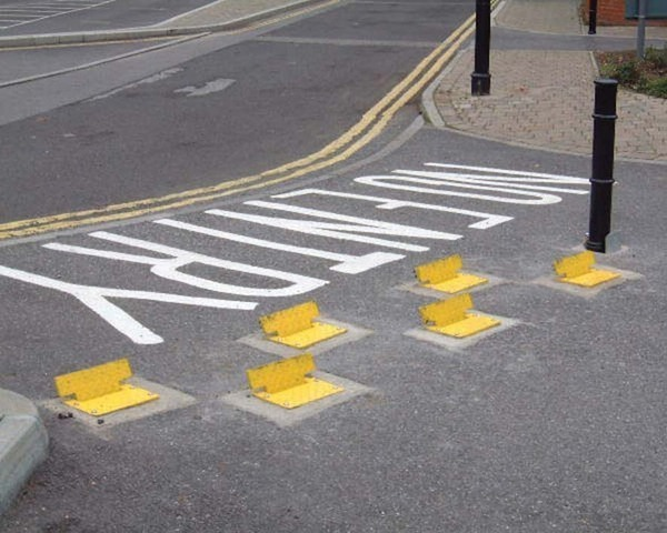 Traffic control plates -One way-AUTOPA · Barriers Direct