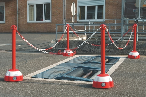 Chain Posts -Hi-Vis - Flexible Tough System image