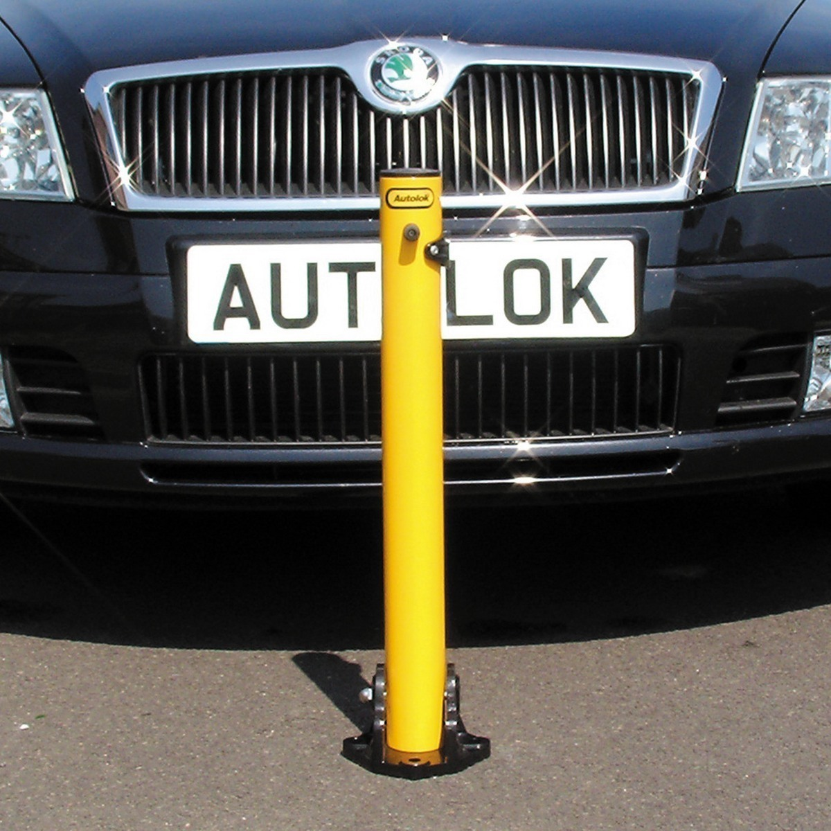 Folding parking post yellow