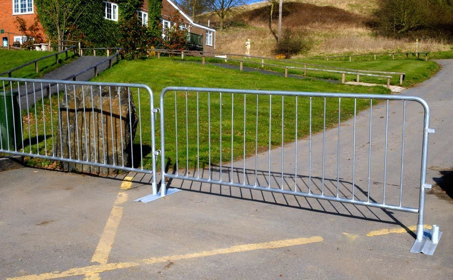 Flat foot bar barrier