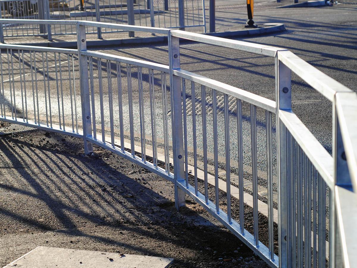 Pedestrian guardrail m with visibility gap bulk