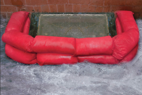 Sandbag perfect alternative: Hydro Snake is the easier alternative to sandbags to fight floods .