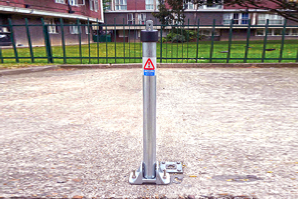 Galvanised toplok parking post 0