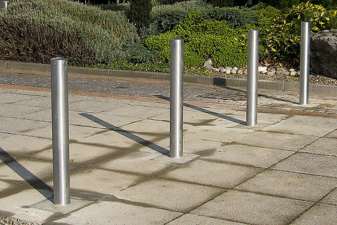 Bollards Stainless Steel (48-204mm DIA) 1000mm above ground grade 304