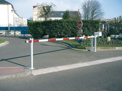 Manual Boom Barrier (Adjustable 3 - 6.4m) - Easy to Install