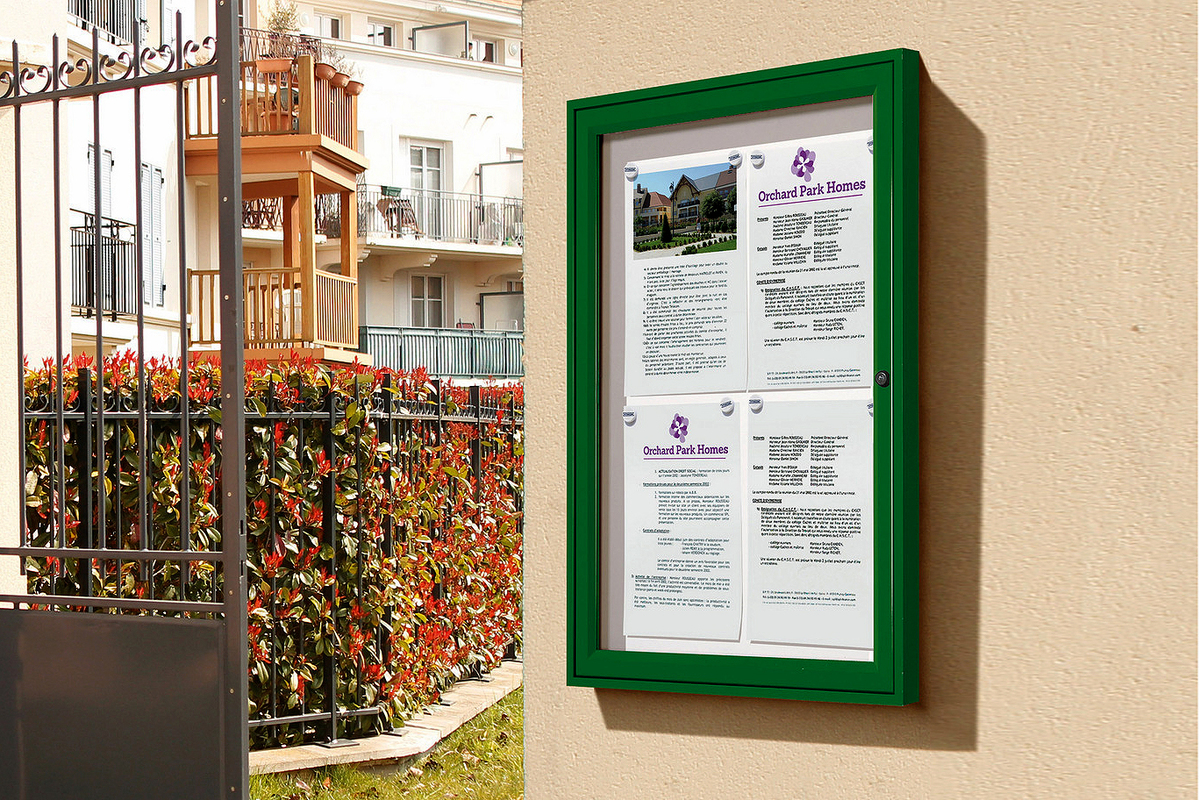 Single door tradition outdoor noticeboard
