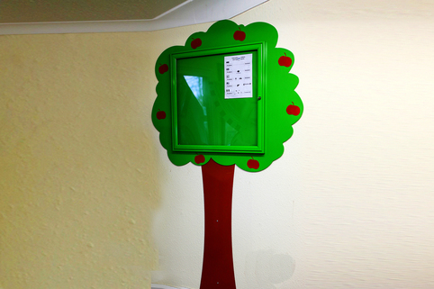 Poster Case Information Tree - 93 x 93 mm wooden post mounted- Ideal for schools, nurseries etc.