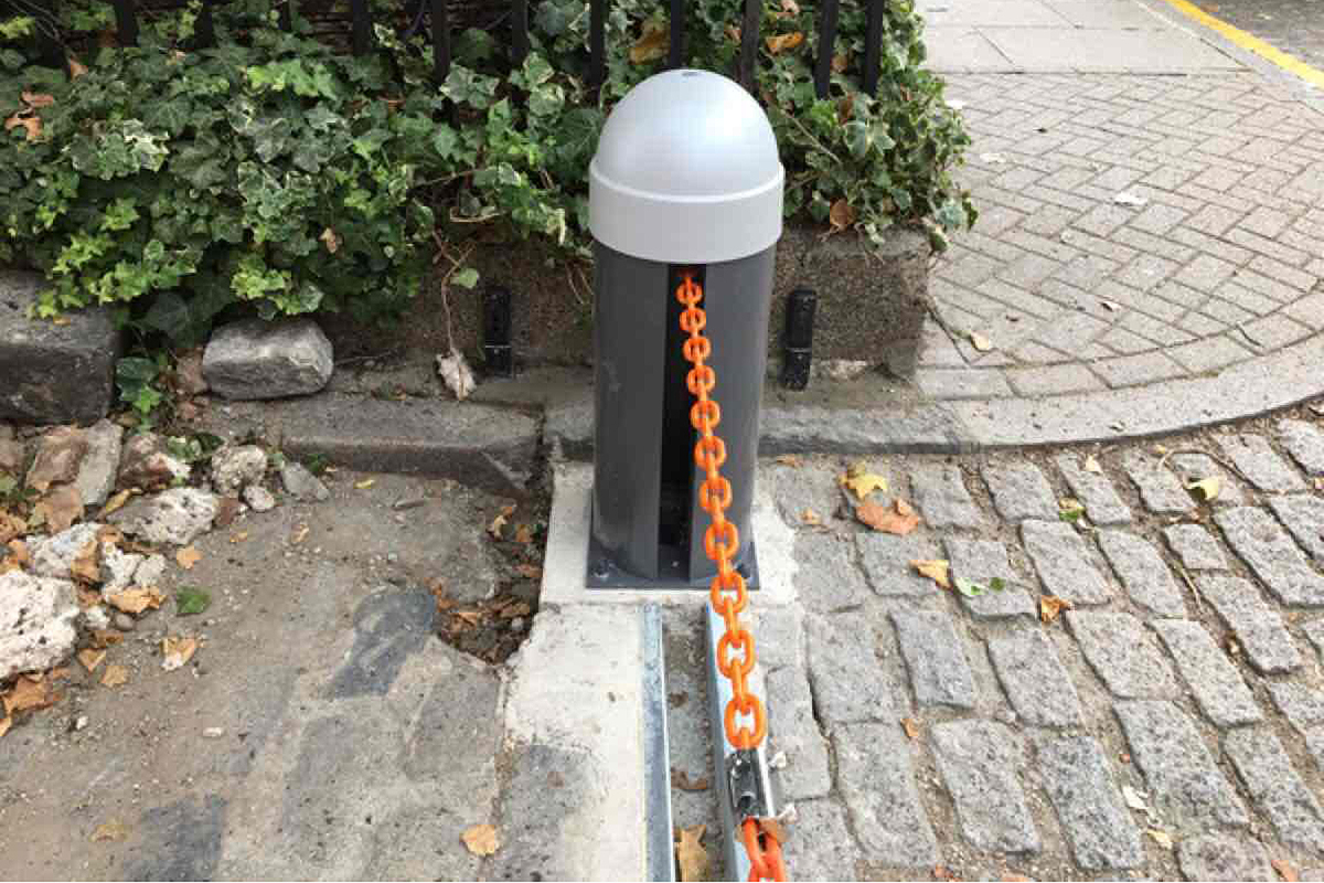 Automatic Rising Chain Barrier 2-16m image